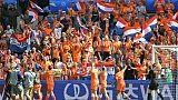 Les bouillants supporters néerlandais applaudissent leurs joueuses des Pays-Bas, après leur victoire sur la Nouvelle-Zélande, le 11 juin 2019 au Havre