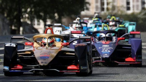 """Le Français Jean-Eric Vergne durant l'""""ePrix de Paris, autour des Invalides, le 27 avril 2019"""