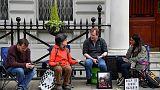 موظفة الإغاثة البريطانية من أصل إيراني المحتجزة في طهران تبدأ إضرابا عن الطعام