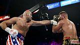 Le Britannique Tyson Fury (g) face à l'Allemand Tom Schwarz, à Las Vegas, le 15 juin 2019