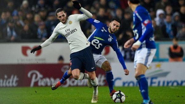 Le milieu du Paris-SG, Adrien Rabiot (g), lors du match de Ligue 1 face à Strasbourg, le 5 décembre 2019