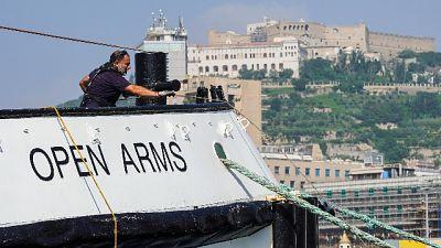 Migranti, Open Arms nel porto di Napoli