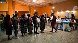 Des électeurs guatémaltèques font la queue dans un bureau de vote à San Juan Sacatepequez, le 16 juin 2019