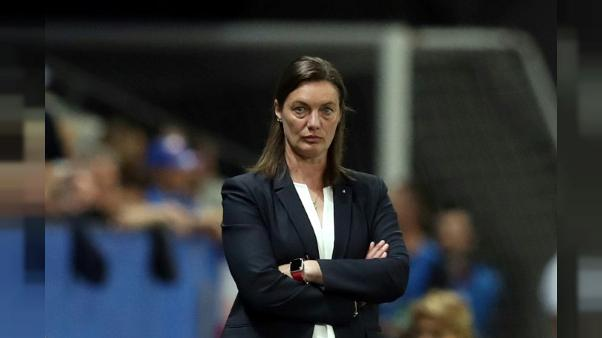 La sélectionneuse de l'équipe de France, Corinne Diacre, lors du match de phase de groupes du Mondial face à la Norvège, à Nice, le 12 juin 2019