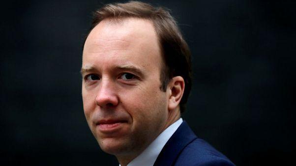 وزير الصحة البريطاني الخارج من سباق خلافة ماي يدعم جونسون لرئاسة الحكومة