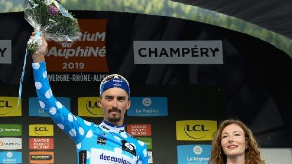 Julian Alaphilippe meilleur grimpeur du Critérium du Dauphiné à l'issue de la 8e et dernière étape entre Cluses et Champéry, le 16 juin 2019