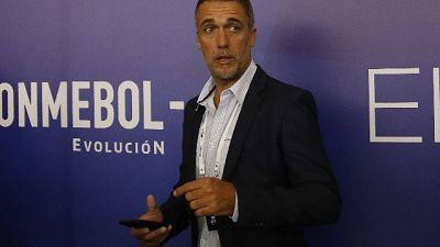 Calcio: Batistuta incontra la Fiorentina