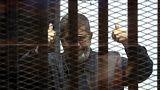 وفاة الرئيس المصري المعزول محمد مرسي أثناء المحاكمة
