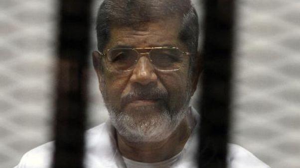 Mohamed Morsi lors de son procès le 8 mai 2014 au Caire
