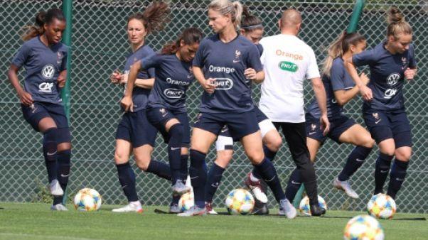 Séance d'entraînement des Bleues, le 10 juin 2019 à Nice