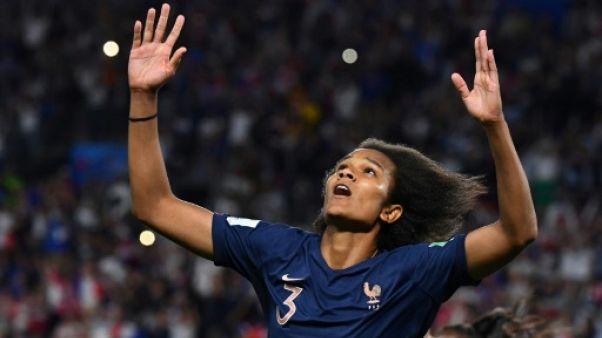 La défenseure de la France Wendie Renard auteur d'un but lors de la victoire 1-0 sur le Nigeria lors du Mondial à Rennes le 17 juin 2019