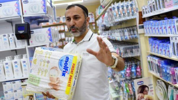 Hizir Albayrak dans un magasin d'articles pour bébé à Istanbul le 30 mai 2019