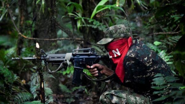 Un membre du front Ernesto Che Guevara appartenant à l'ELN, lors d'un entraînement dans la jungle du Choco, le 26 mai 2019 en Colombie