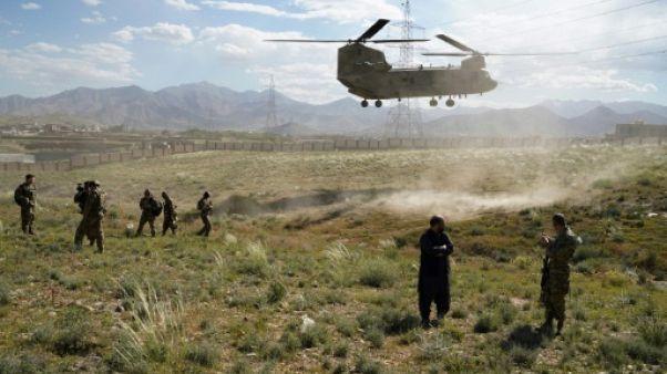 Un hélicoptère Chinook de l'armée américaine atterrit à Maidan Shar, la capitale de la province de Wardak en Afghanistan, le 6 juin 2019