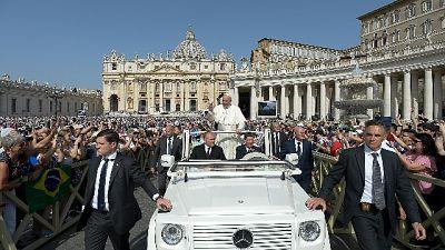 Papa: Dio aiuta Chiesa, oltre scandali