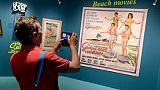 """Un visiteur de l'exposition """"La déferlante surf"""", au Musée d'Aquitaine de Bordeaux, le 18 juin 2019"""