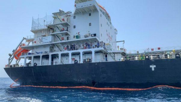 Photo du tanker japonais Kokuka Courageous, prise lors d'un tour organisé par la Marine américaine (NAVCENT) le 19 juin 2019