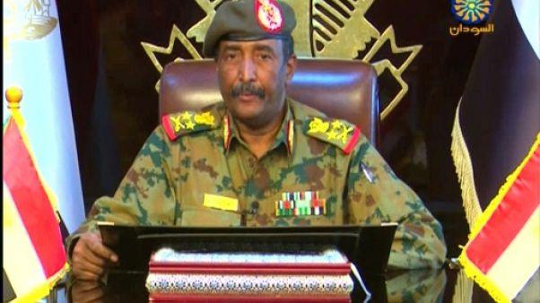 Le général Abdel Fattah al-Burhane, le deuxième militaire à prendre la tête de la transition au Soudan en deux jours, apparaît sur la chaîne Soudan TV, le 13 avril 2019