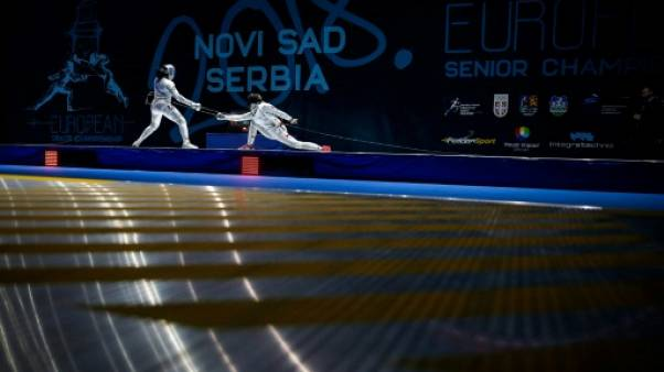 La Française Coraline Vitalis (g) contre la Polonaise Nelip Ewa lors de la finale à l'épée des Championnats d'Europe, le 21 juin 2018 à Novi Sad (Serbie)