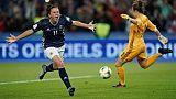 L'Argentine Florencia Bonsegundo marque sur penalty contre l'Ecosse au Mondial féminin, le 19 juin 2019 au Parc des Princes