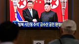 La rencontre entre Xi Jinping et Kim Jong Un retransmise à la télévision sur un écran public dans une gare à Séoul, le 20 juin 2019