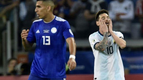 Lionel Messi réagit après le match nul entre l'Argentine et le Paraguay, à Belo Horizonte le 19 juin 2019.