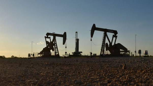 النفط يرتفع وسط مؤشرات على تحسن طلب أمريكا والاتفاق على موعد اجتماع أوبك