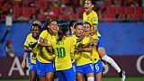 Les Brésiliennes exultent après le but de Marta (c) durant le match de phase de groupes du Mondial face à l'Italie, à Valenciennes, le 18 juin 2019