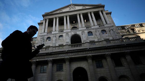 بنك إنجلترا يقلص توقعات نمو الربع/2 مع تنامي المخاطر المحلية والعالمية