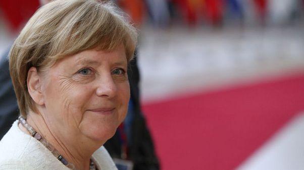 ميركل تتطلع لأن يكون الحد من انبعاثات الكربون هدفا طموحا للاتحاد الأوروبي