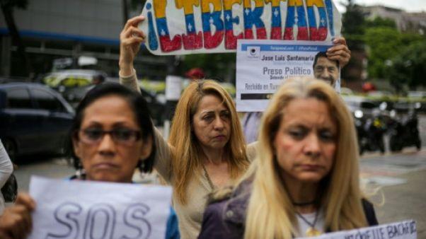 Des parents de prisonniers politiques manifestent au Venezuela le 20 juin 2019 devant le Programme des Nations unies pour le développement