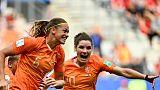La Néerlandaise Anouk Dekker (g) vient d'ouvrir le score contre le Canada au Mondial féminin, le 20 juin 2019 à Reims