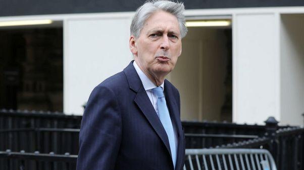 هاموند: بريطانيا ستراجع طريقة عمل أجهزة التنظيم المالي معا