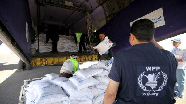 برنامج الأغذية العالمي يبدأ تعليقا جزئيا لتقديم المساعدات في اليمن