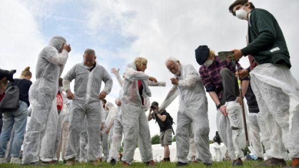 Des militants pour le climat lors d'un entraînement avant une opération contre des mines de charbon, le 20 juin 2019 à Viersen, en Allemagne