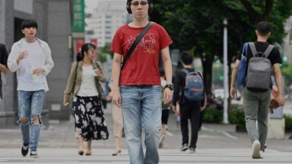 Edward, venu de Hong Kong pour étudier à Taïwan, dans une rue de Taipei le 18 juin 2019