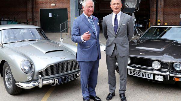 ولي عهد بريطانيا يقابل العميل 007 في موقع تصوير أحدث أفلام جيمس بوند