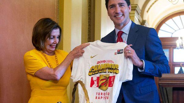 ترودو يوزع هدايا على مسؤولين أمريكيين لفوز فريق كندي بدوري السلة الأمريكي