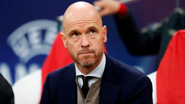 أياكس يمدد عقد مدربه تن هاج حتى يونيو 2022