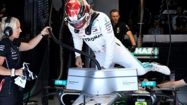 Le Britannique Lewis Hamilton rentre dans sa voiture au Castellet lors du GP de France le 21 juin 2019