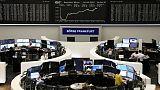 الأسهم الأوروبية تتراجع في نهاية ثالث أسبوع من المكاسب