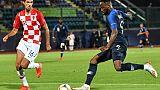L'attaquant des Bleuets Moussa Dembélé (d) buteur lors du match face à la Croatie lors de l'Euro le 21 juin 2019