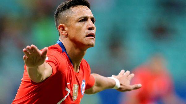 سانشيز يسجل رغم الإصابة ويقود تشيلي لدور الثمانية بكوبا أمريكا