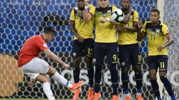 Alexis Sanchez donne la victoire au Chili contre l'Equateur, sur coup franc, en Copa America, à Salvador de Bahia, le 21 juin 2019