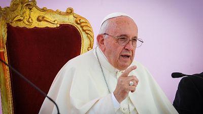Papa, rispettare vita da inizio a fine