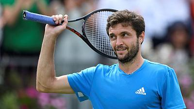 Simon grinds down Medvedev to reach Queen's final