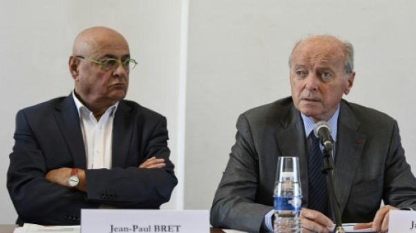 Le maire de Villeurbanne Jean-Paul Bret (g) en conférence de presse le 21 septembre 2017