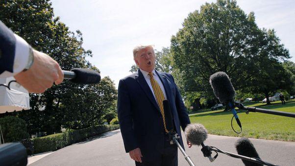 ترامب يخفف من لهجته ويقول إنه سيفرض عقوبات جديدة على إيران