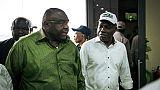 Jean-Pierre Bemba (gauche) à l'aéroport de Kinshasa en République Démocratique du Congo, le 23 juin 2019