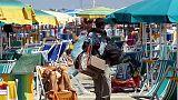 Africani contro venditori su spiagge